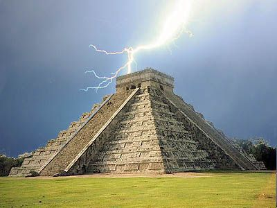 Chichén Itzá - The geek in me is seeing 1.21 Gigawatts of power going to waste.