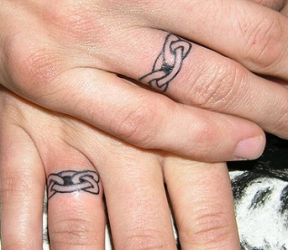 ring tattoo Doesn\'t look like it goes all the way around ...