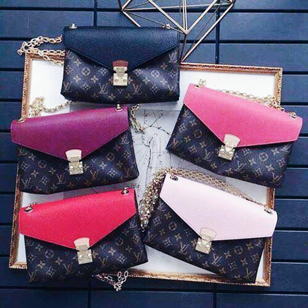 💋💍🌌#style #fashion #moda #fashionblog #blog #trendy #fashionista #blogger #tendencias #glam #acessories #brasil #pink #blogueirasbrasil #bloggerstyle #bblogger #fashionblogger #fashiongram #blogueira #tumblr #beautiful #pinterest #beautyblogging #beautyblogs #vidadeblogueira #instablog #panelaobgs #lifestyle #sapatos #shoes . . . . . .  www.carolinebeltrame.com.br