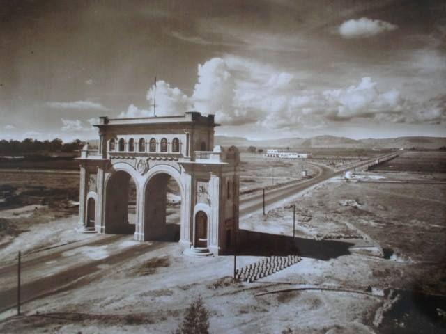 vista de los arcos de guadalajara en el pasado