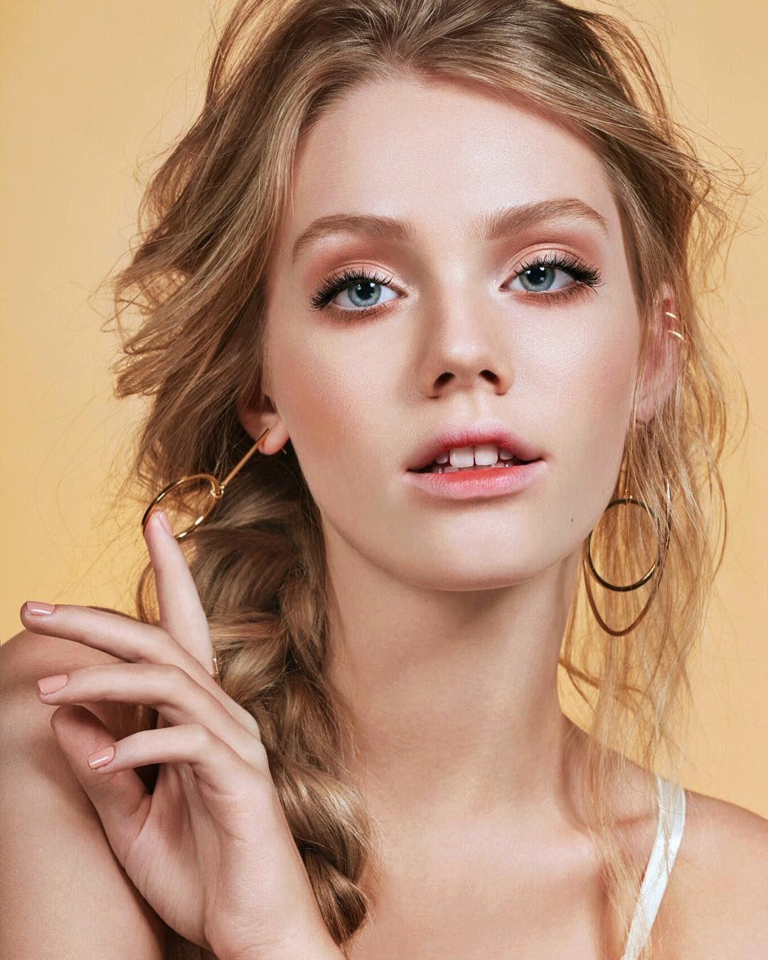 Bitten lips Looks de maquillaje, Bettina frumboli