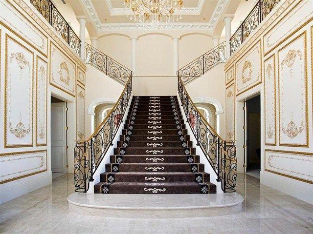 Liberace - Villa Bellagio - Vallée de Tallebudgera - Australie - Les - escalier interieur de villa