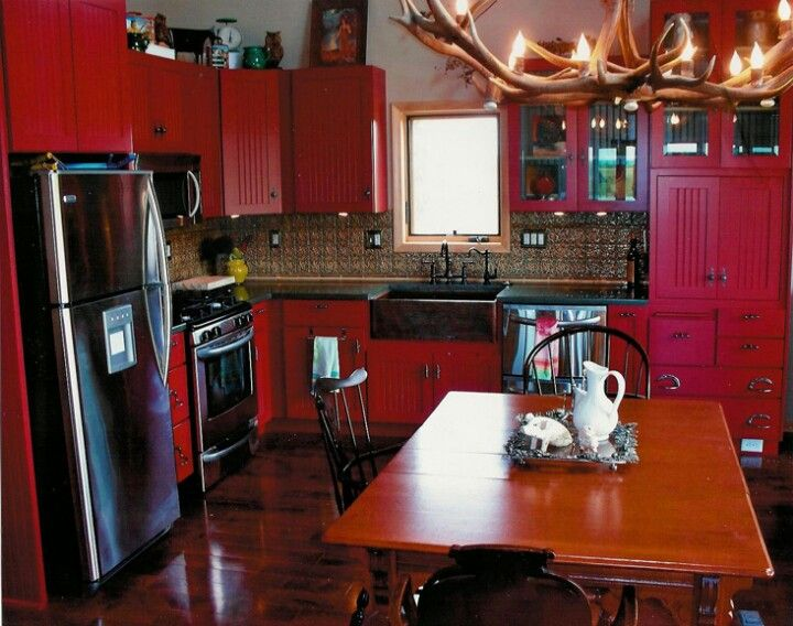 Red and black kitchen. Oooooooooooo!!! | Kitchen ...