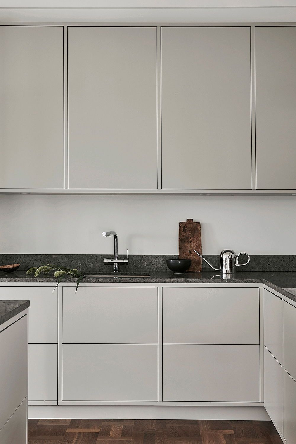 One Of Our Light Grey Minimalist Kitchens A Modern Yet Timeless Design In This Scandinavian H Minimalist Kitchen Design Beige Kitchen Interior Design Kitchen