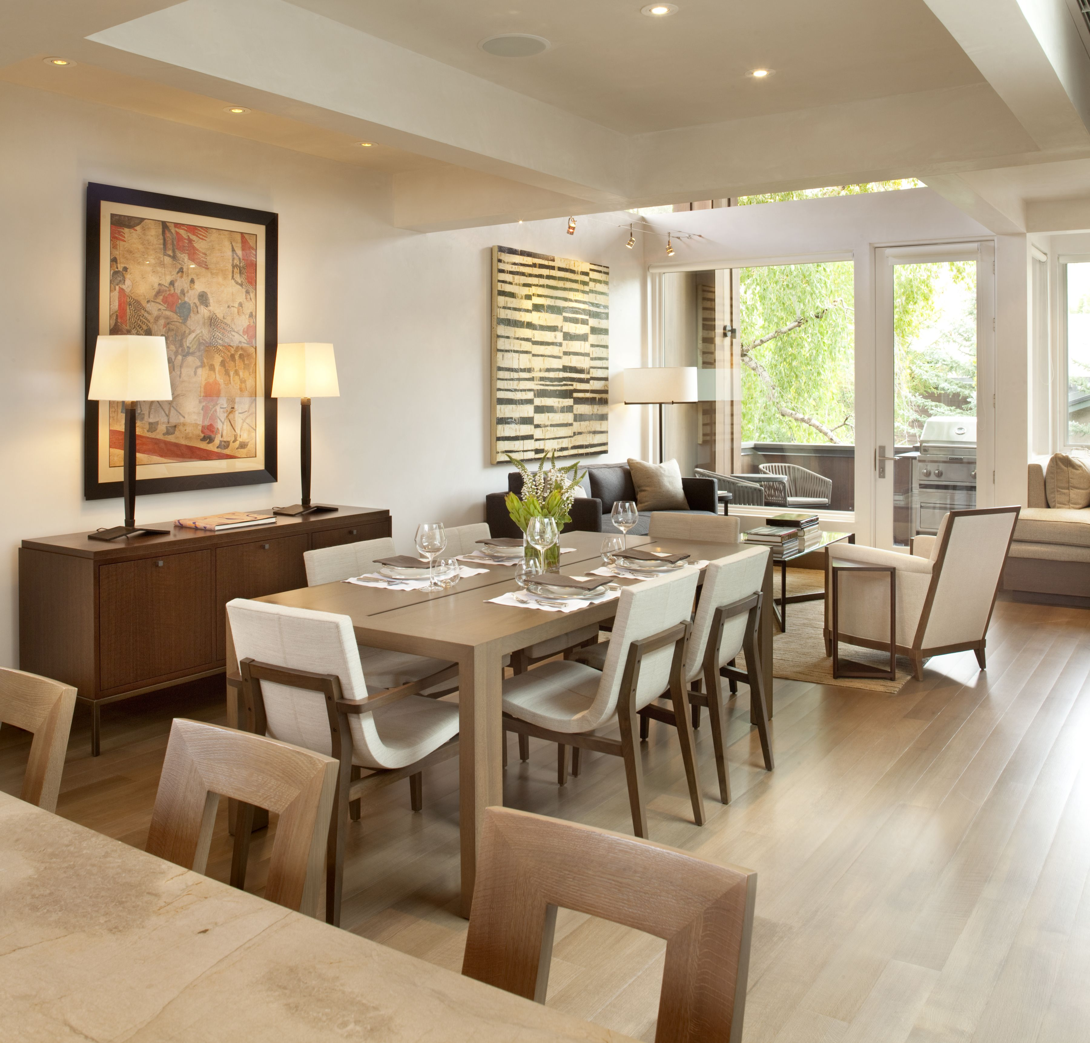 Caroline Edwards Interior Design, Troscan Dining Table, Holly Hunt Chairs.  Www.carolineedwards