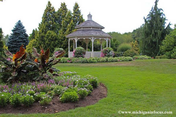 793295b7eff17fc5de94238190dcadd1 - Hidden Lake Gardens In Tipton Michigan