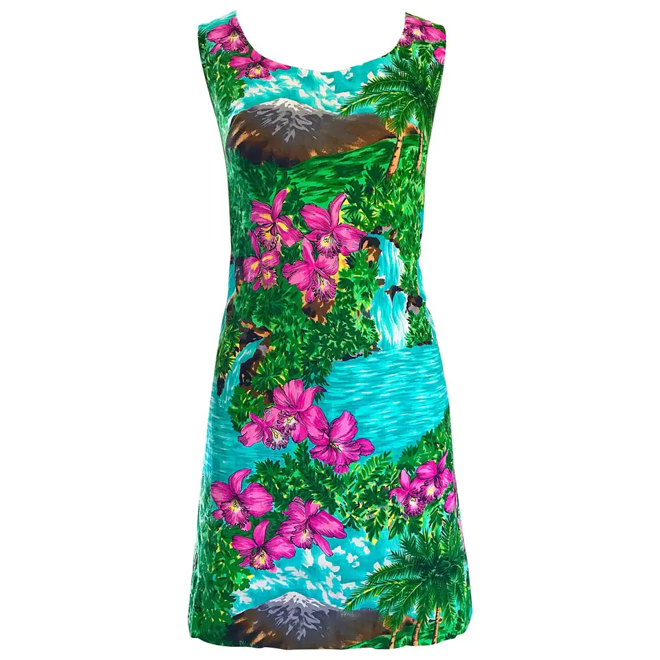 Rare 1960s Novelty Print Dancing Hula Girls Hawaiian Print Mini Shift Dress Vintage Clothing For Sale Novelty Print Fashion