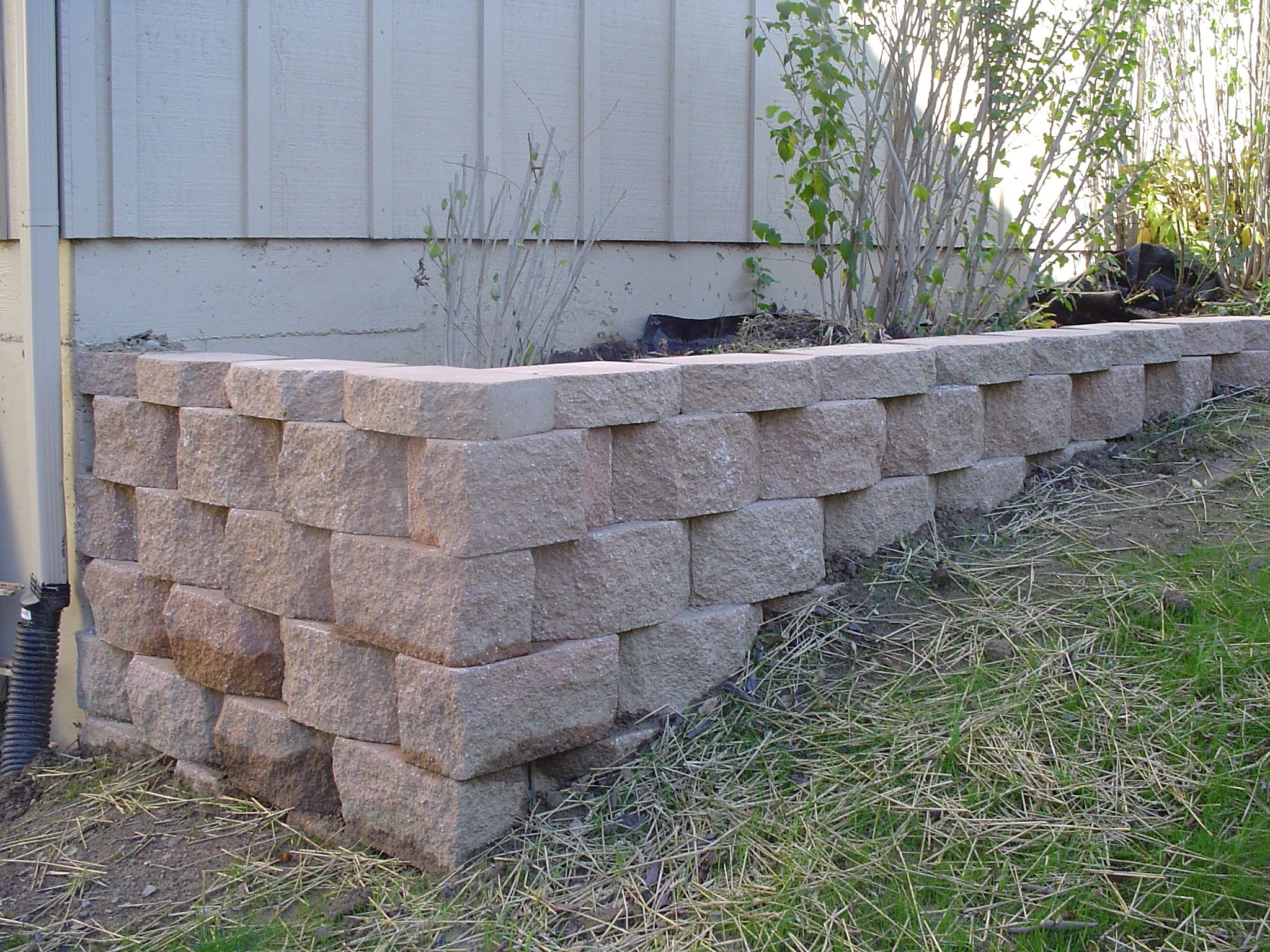 Pin By Rayshe L Macdonald On Retaining Wall Planters In