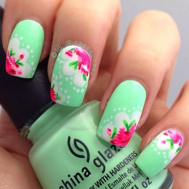 Warm flower nails in green theme for Spring | Decoración de uñas ...