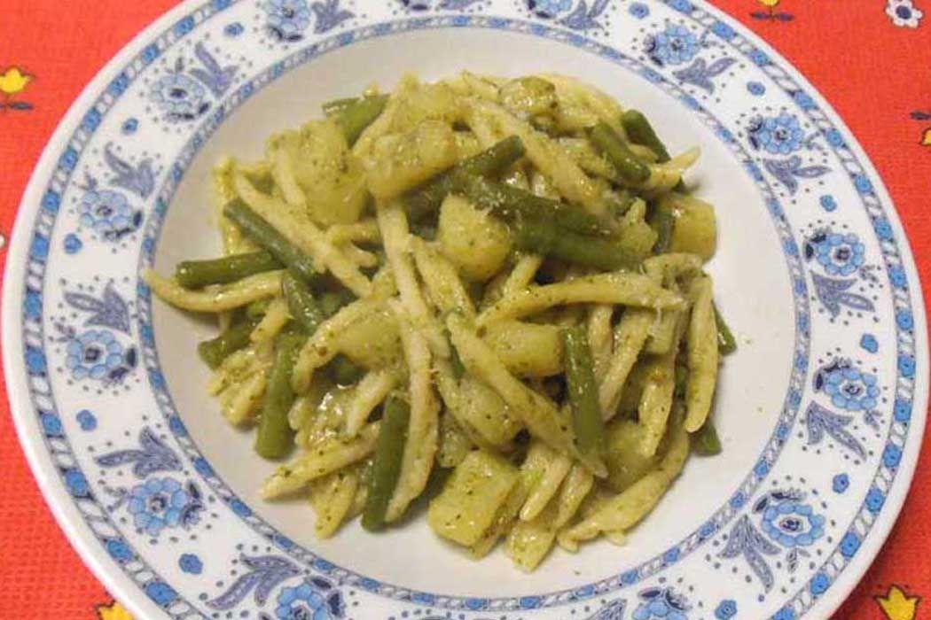 Ricetta pasta al pesto ligure