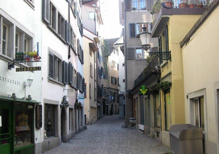 Zentrale 2 Zimmer Wohnung Zurich Niederdorf Https Flatfox Ch De 5113 Utm Source Pinterest Utm Medium Social Utm Co 2 Zimmer Wohnung Wohnung Mieten Wohnung