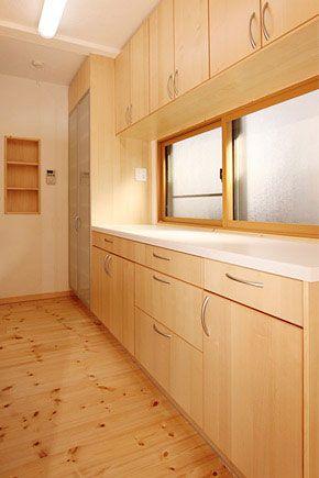 背面収納とパントリー 背面収納 ハウスデザイン リビング キッチン