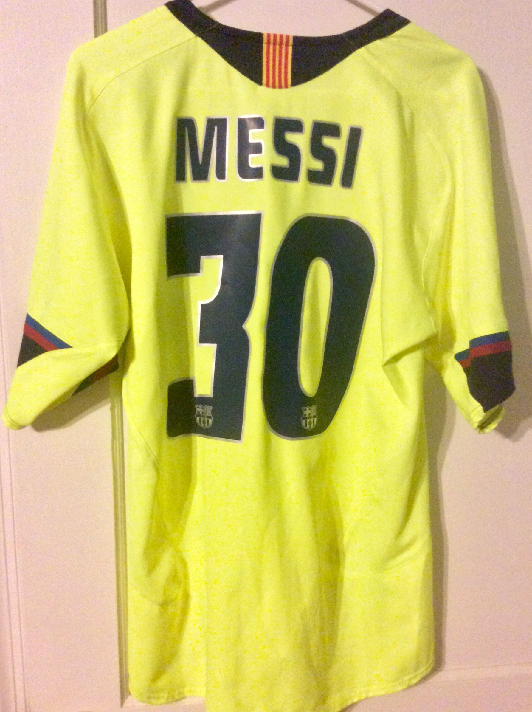 28a0386a240 Lionel Messi - Barcelona 2005-2006 Away