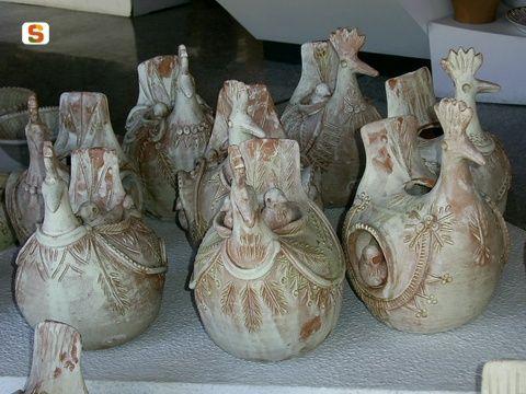 Sardegna DigitalLibrary - Immagini - Ceramica artistica asseminese. Gallinelle di Antonio Farci