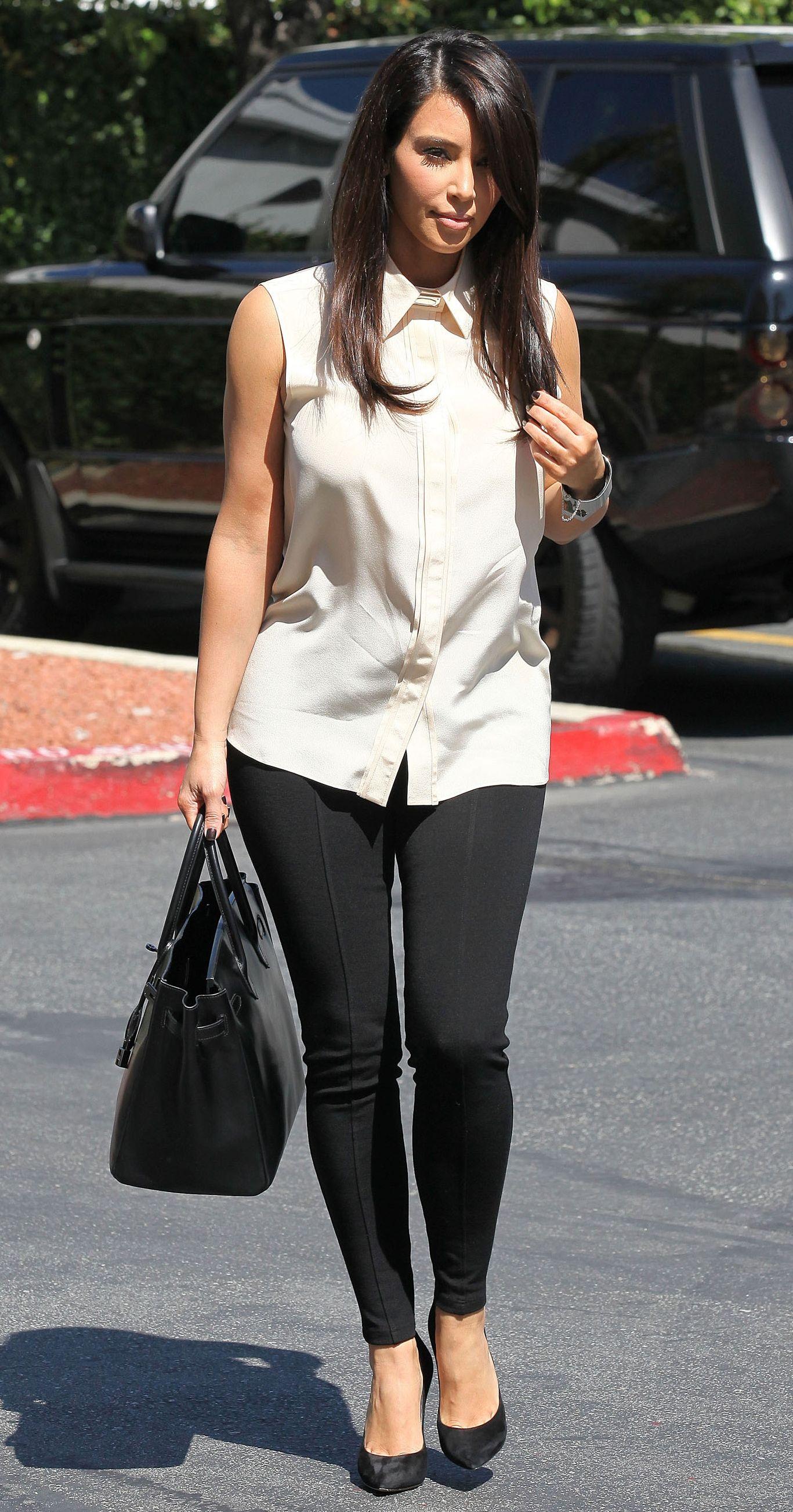 Medium length hair cut with bangs and dark brown color. Kim Kardashian ... 6f5809364c3d5