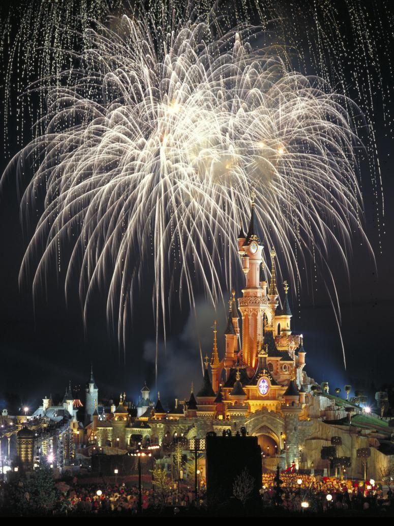 April 12, 1992 - Euro Disneyland, the first Disney theme park in Europe, which was later renamed Disneyland Paris, opens.