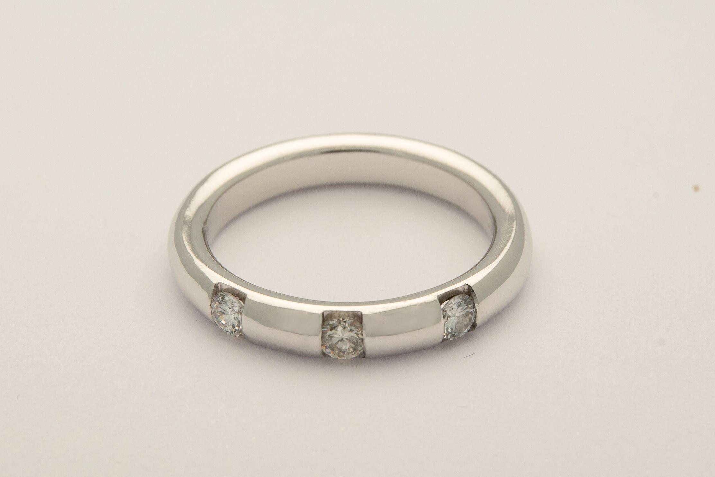 Fede in oro bianco con diamanti  #luxuryzone #fede #matrimonio #anello