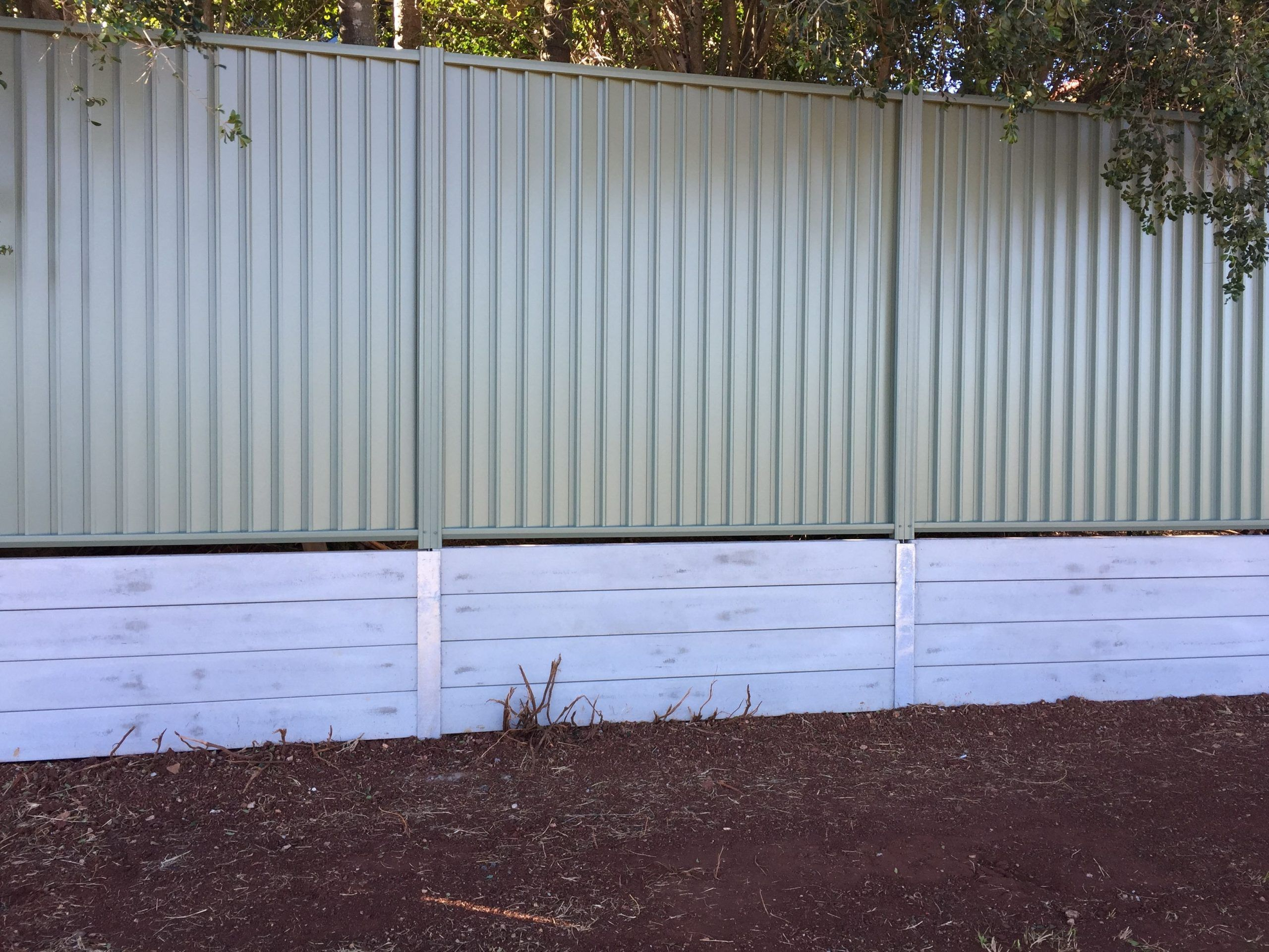 Recently Completed Northbond Colourbond Fencing And Concrete Sleeper Retaining W Colourbond In 2020 Concrete Retaining Walls Concrete Fence Panels Concrete Sleepers