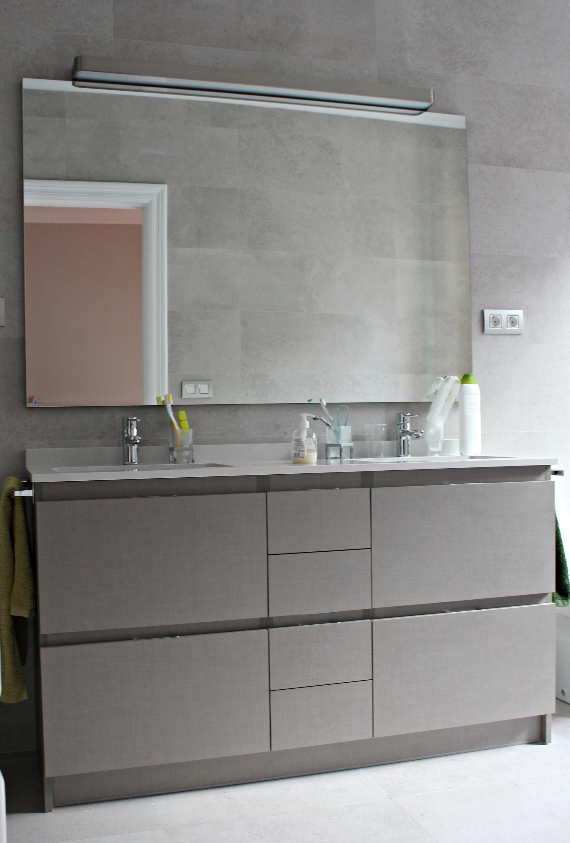 Mobiliario de ba o a medida en laminado decorativo con cajones antaro de blum proyecto de - Muebles bano a medida ...