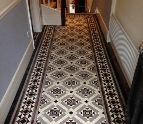 Victorian patterned floor tiles 555 482 for Floor ideas for hallway