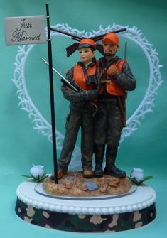 Wedding Cake Topper   Hunting Themed Bride and Groom Hunters Camo