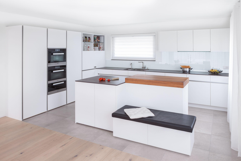 Designküche kitchen design küche perfekt integriert im wohnraum erhöhter