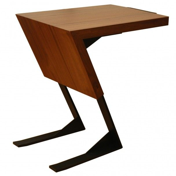 Original designer sidebord laget i MDF. Dette bordet fungerer ikke bare som et bord, men også som hylle. 55 x 40 x 60 cm