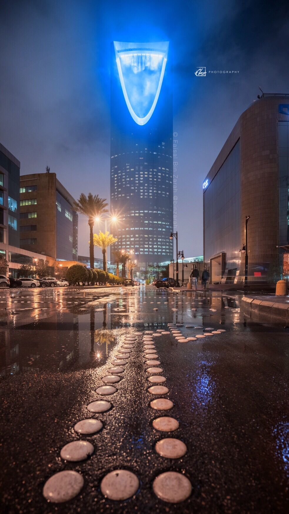 Riyadh Low Clouds Spotted Passing Through The Famous Iconic Building Of Riyadh The Capital Of Saudi Arabia Iconic Buildings Saudi Arabia Culture Riyadh
