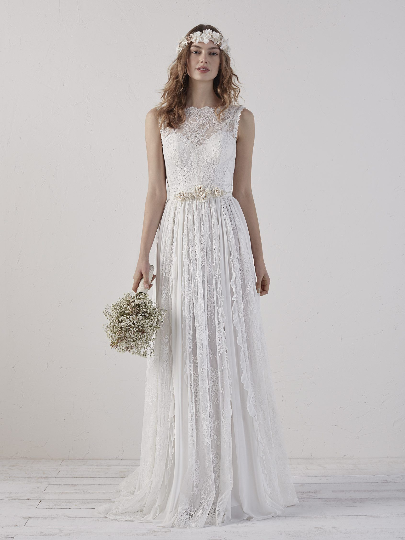 Bohochic wedding dress with sweetheart neckline eiran pronovias