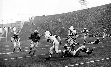 1951 Los Angeles Rams In The 1951 Nfl Championship Where The Rams Of Los Angeles Beat The Cleveland Bro Nfl Championships Los Angeles Rams Championship Game