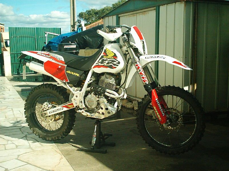 XR400 with USD forks and trimmed side panels, from Portugal ... on