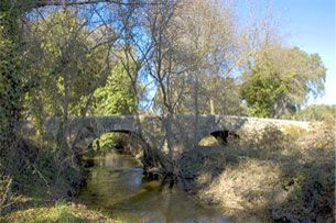 Ponte Antiga de Guadalupe sobre a Ribeira de Valverde