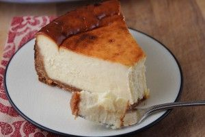 Ingredients: Crust 250 gr Graham cracker crumbs 80 gr Melted butter Filling 500 gr Cream cheese, room temperature 3 Large eggs 125 gr Icing sugar Vanilla extract Recipe: Preheat the oven to 160°. M...