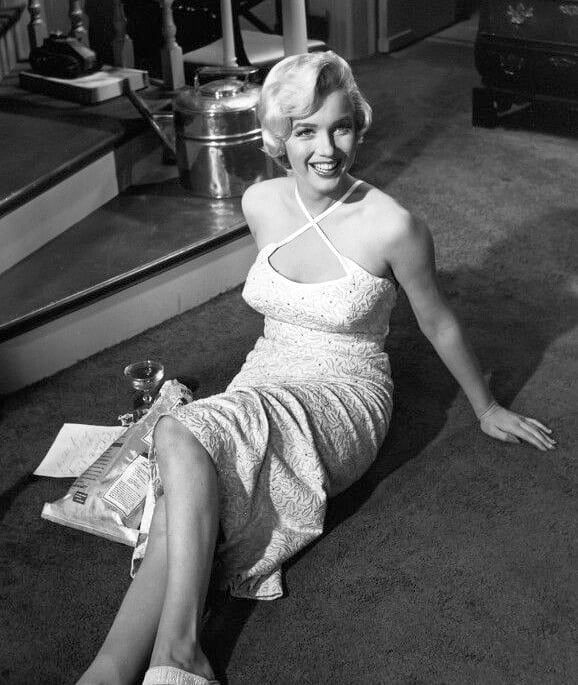 "Marilyn Monroe ❤ on Instagram: ""Marilyn on the set of #TheSevenYearItch, 1954. #MarilynMonroe #NormaJeane"""