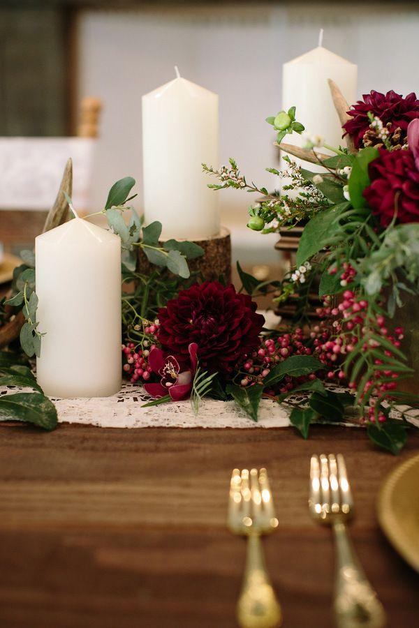 Resultado de imagem para decoração de casamento no Natal com folhagens, velas e marsala