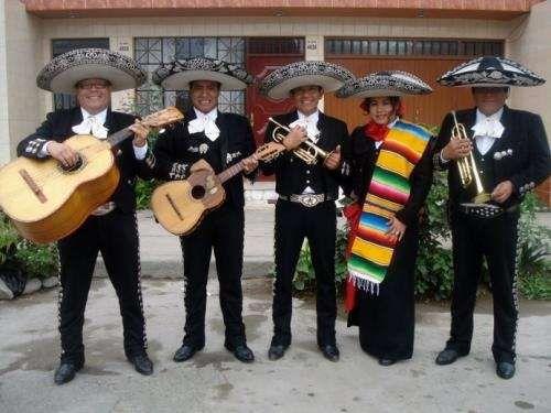 Mariachis En San Marcos Ropa Tradicional Mexicana Ropa Tradicional Musica De Mariachi