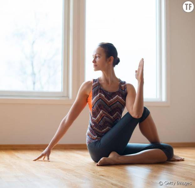 5 postures de yoga faciles pour soulager le mal de dos pain headache relief pinterest. Black Bedroom Furniture Sets. Home Design Ideas