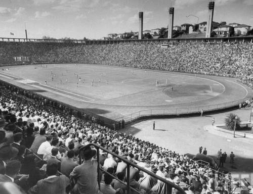1947, estádio do Pacaembu, São Paulo, em dia de jogo