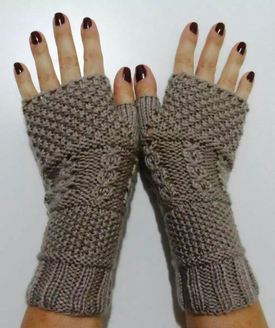 How to knit fingerless mittens