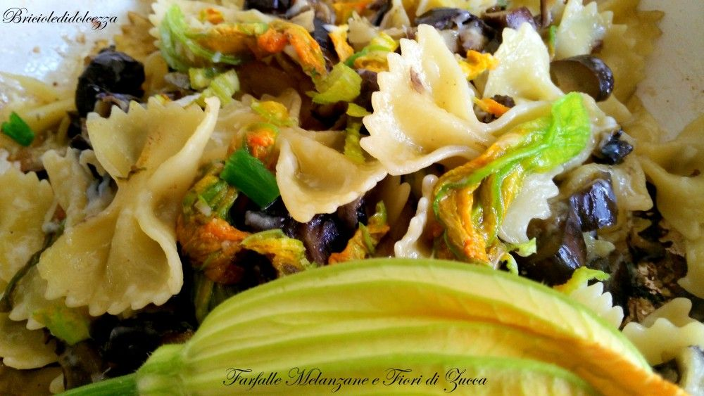 Farfalle Melanzane e Fiori di Zucca. Avete tanti fiori di zucca ma non avete voglia di fare le frittelle? Fate come me, condite le farfalle con le melanzane e i fiori, saranno buonissime!