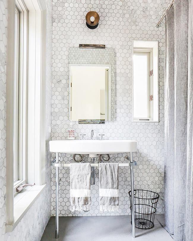 Inspiraci n geom trica este ba o de azulejos - Azulejos hexagonales bano ...