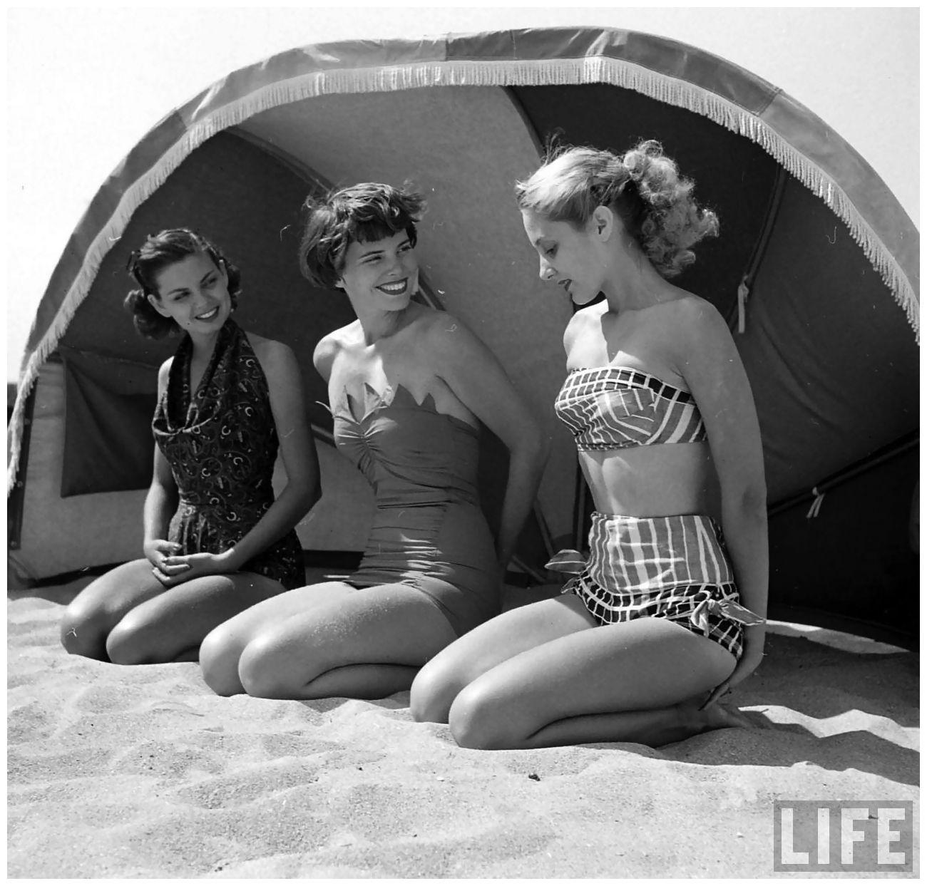 dd44a2db4adf2 Fashion models on the beach 1950
