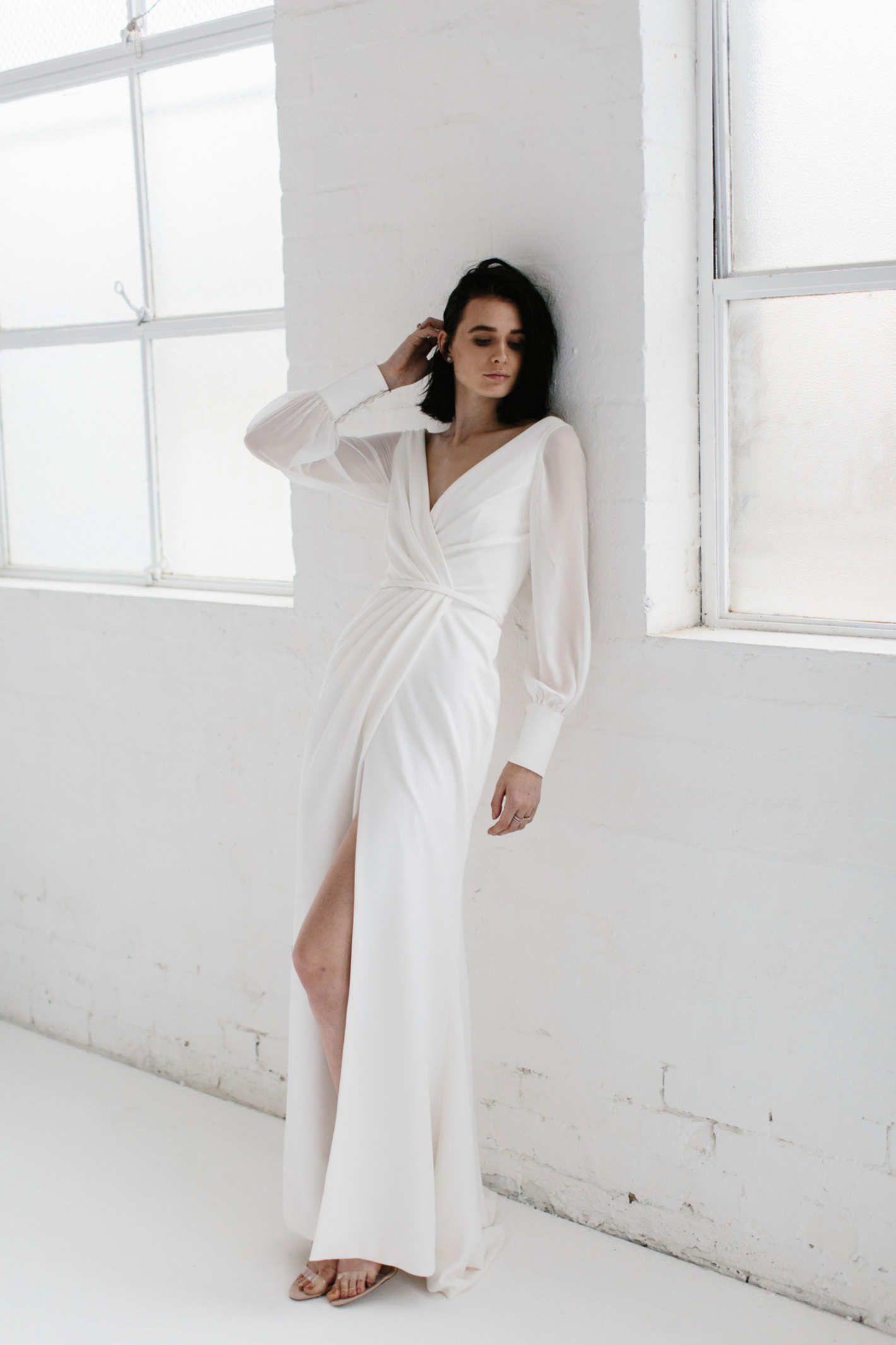 7a71d8391efef 23 Elegant Long-Sleeve Wedding Dresses for Winter Weddings