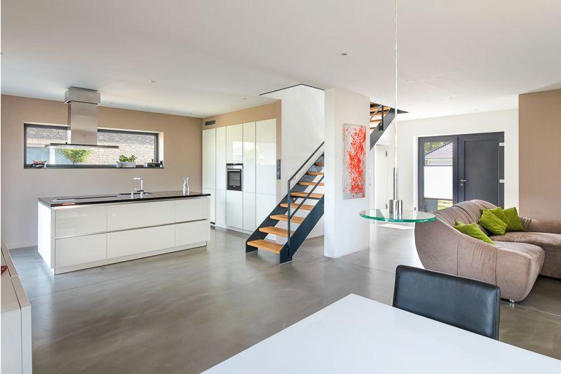Offener Wohnbereich Mit Kuche Einer Modernen Stadtvilla Mit Loft Charakter Von Eco System Haus Stadtvilla Loft Wohnen