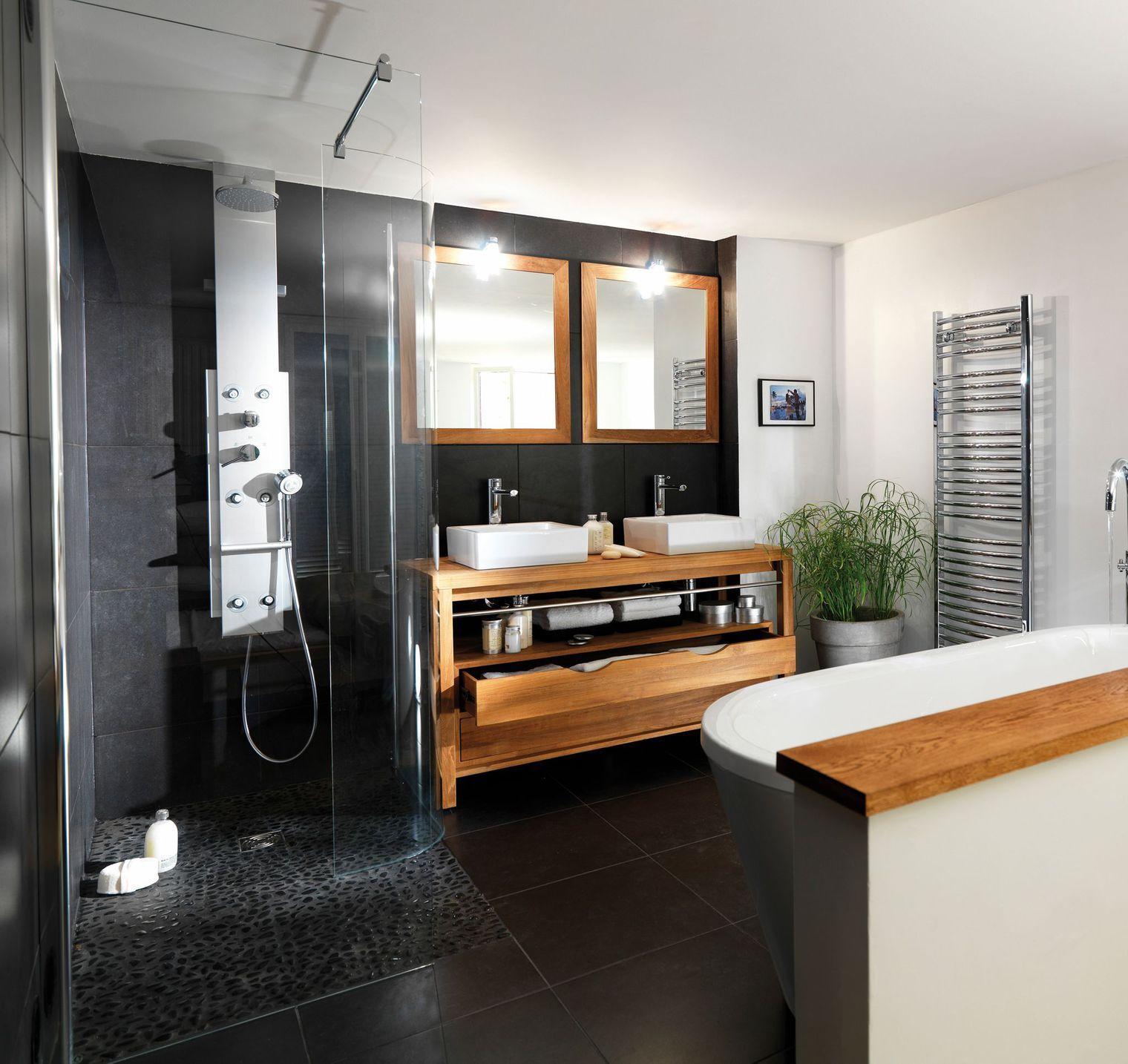 salle de bain noir et bois et lambris bois, carrelage mural gris ...