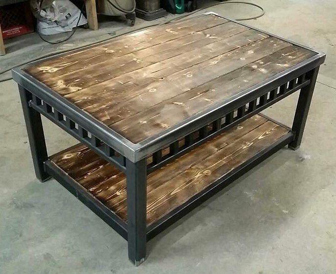 Ett välarbetat soffbord, i stål och trä Metal furniture Industriella möbler, Soffbord och
