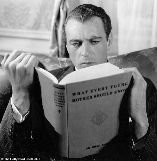 Ten Hollywood starts from the Golden Age spotted curling up with books #hollywoodgoldenage