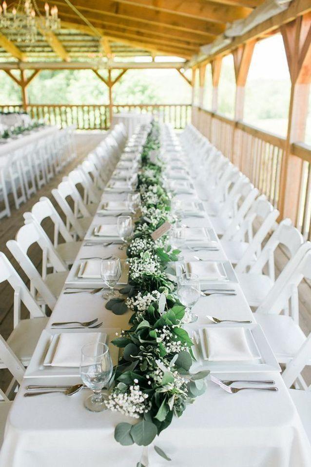 Chemin de table en eucalyptus : la touche végétale qui transforme votre table - Elle Décoration