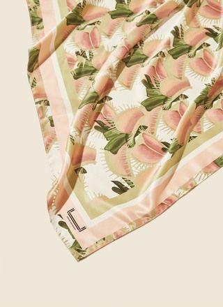 Pañuelo con hojas