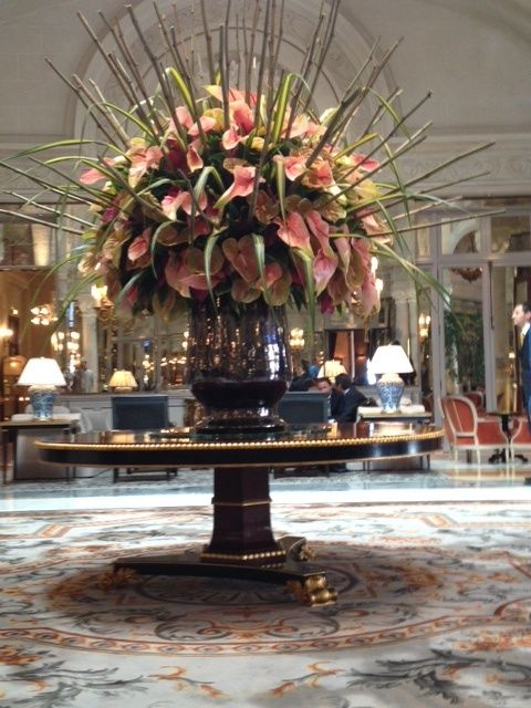 9267f7f996810322c8f39680f3a99338 Jpg 480 640 Pixels Large Flower Arrangements Large Floral Arrangements Hotel Flowers